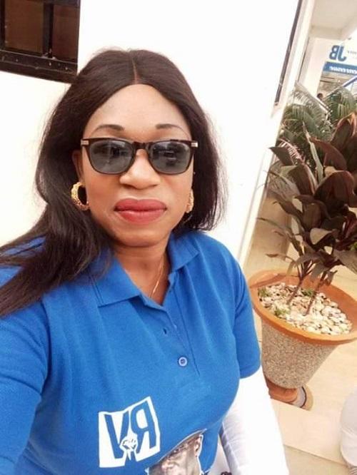 Le troisième lion de Thies… Konia Gueye* - Une femme portant des lunettes et souriant à la caméra - Des lunettes de soleil