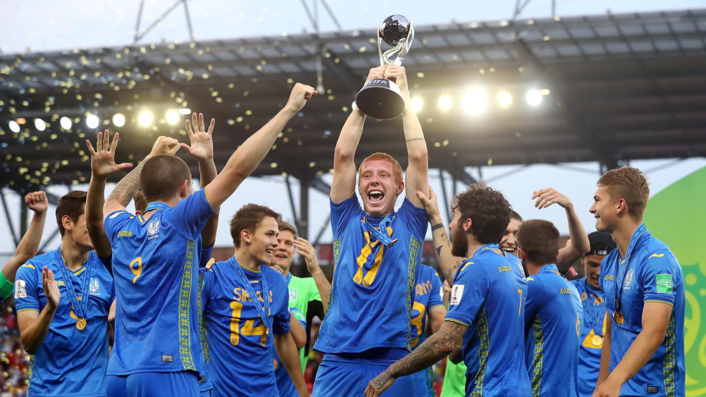 Mondial U20: L'Ukraine sacré devant la Corée du Sud - Un groupe de personnes posant pour la caméra - Tournoi