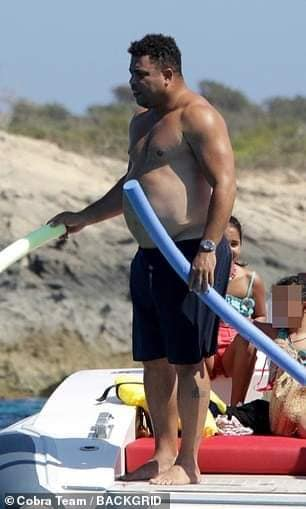 69153460 2425432844368835 2317953906455347200 n 1 - Vacances : Ronaldo au ventre rond... (photos)