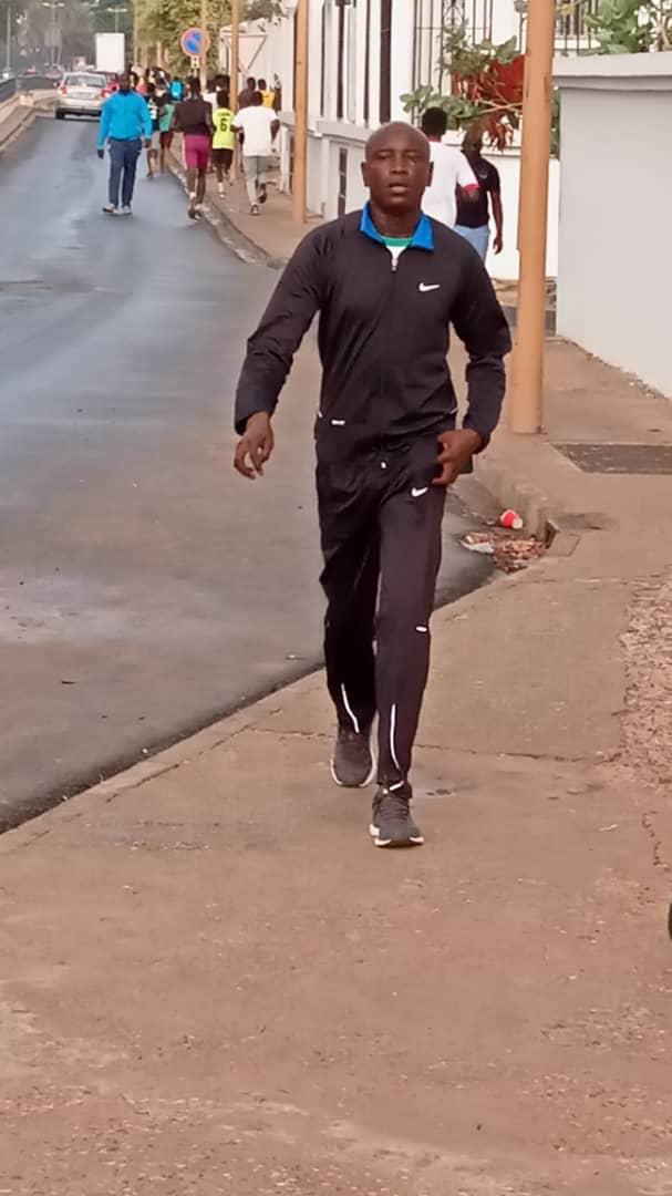 aly sport 2 - Le Ministre de l'intérieur filmé en train de faire son jogging sur...