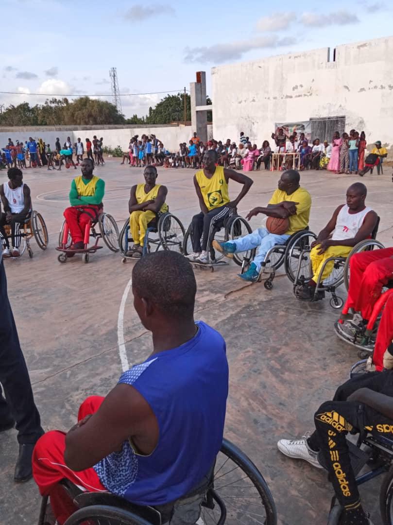 whatsapp image 2019 08 25 at 13.35.59 1 - Le geste touchant de Astou Traoré envers les basketteurs handicapés