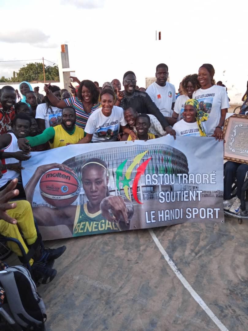 whatsapp image 2019 08 25 at 13.36.01 1 - Le geste touchant de Astou Traoré envers les basketteurs handicapés