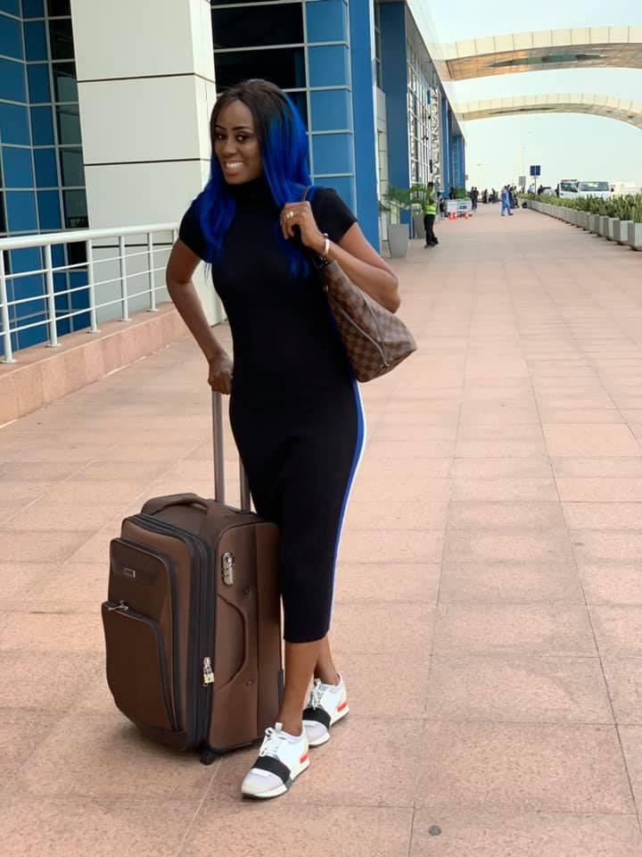 72315513 2720339077997145 628355334607470592 n - Queen Biz quitte le Sénégal avec un look fashion et correcte