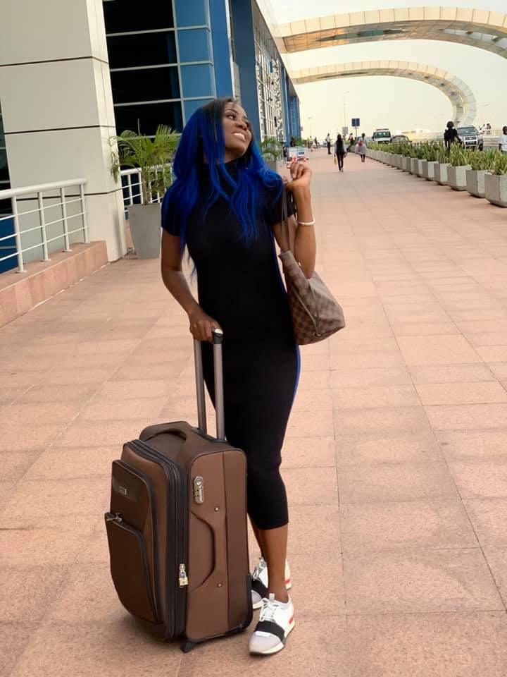 72461926 2720339227997130 4946014884157456384 n - Queen Biz quitte le Sénégal avec un look fashion et correcte