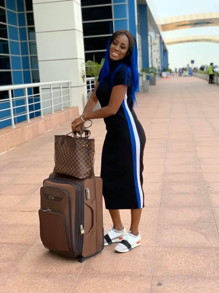72542657 2720338604663859 5919055242783096832 n - Queen Biz quitte le Sénégal avec un look fashion et correcte