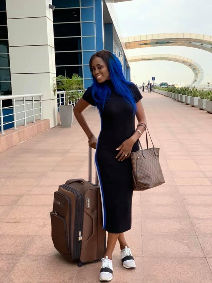 73064777 2720339364663783 2778308618867441664 n - Queen Biz quitte le Sénégal avec un look fashion et correcte