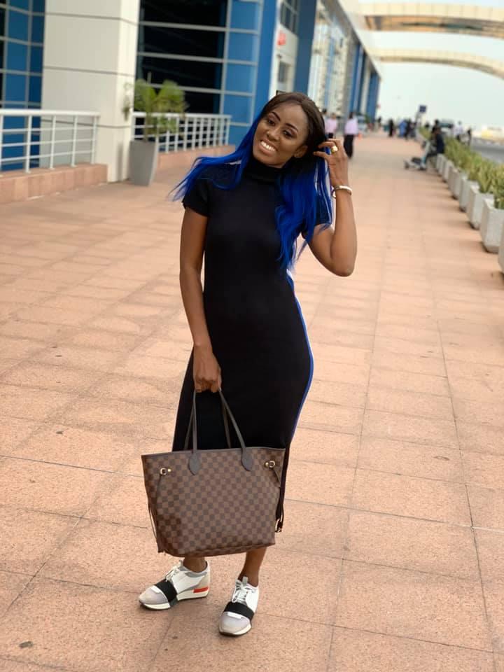 73185232 2720338721330514 3998699446899572736 n - Queen Biz quitte le Sénégal avec un look fashion et correcte