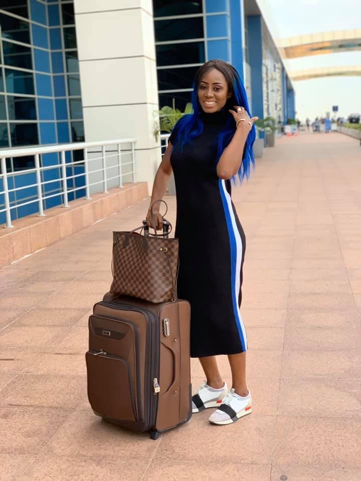 73495320 2720338587997194 7828142281432498176 n - Queen Biz quitte le Sénégal avec un look fashion et correcte