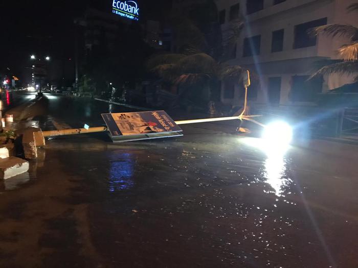 pluie vent violent 1 - (20 photos) -Tornade à Dakar : Arbres déracinés, toits envolés...