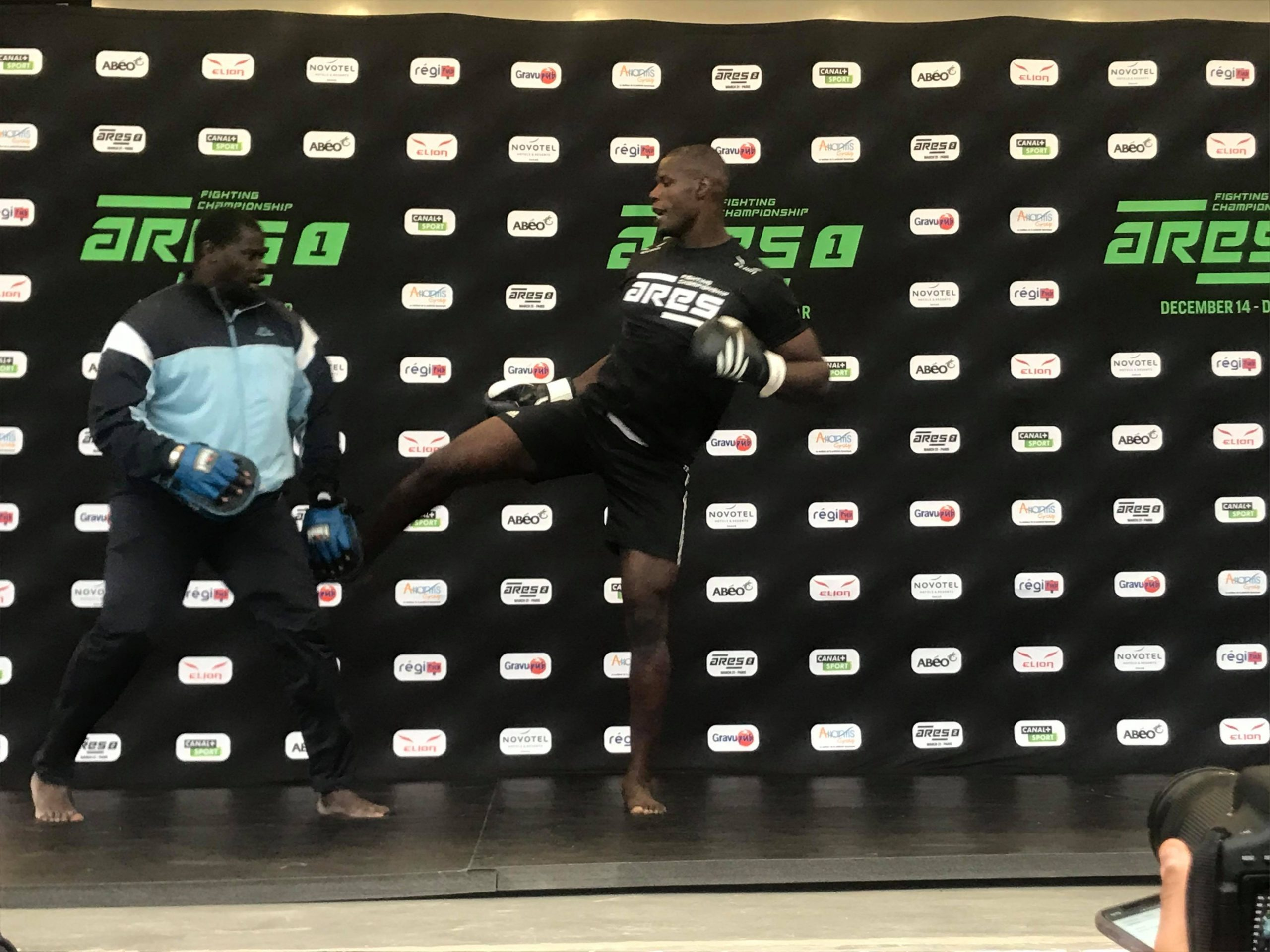 79008657 3353884011350743 7942772961402945536 n scaled - MMA : Reug Reug et son adversaire Sofiane, présentés au public (13 Photos)