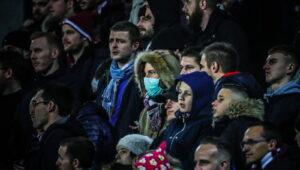 un-supporter-portant-un-masque-pendant-la-rencontre-de-ligue-1-metz-nimes-photo-pascal-brocard-le-republicain-lorrain-1584097176