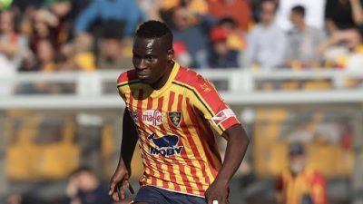 LECCE, ITALY - DECEMBER 08:  Ghouma Babacar of Lecce competes for the ball with Domenico Criscito of Genoa during the Serie A match between US Lecce and Genoa CFC at Stadio Via del Mare on December 8, 2019 in Lecce, Italy.  (Photo by Maurizio Lagana/Getty Images) *** Local Caption *** Gouma Babacar; Domenico Criscito